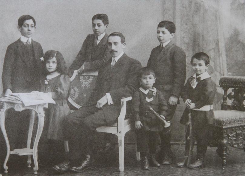 مصدق و فرزندانش