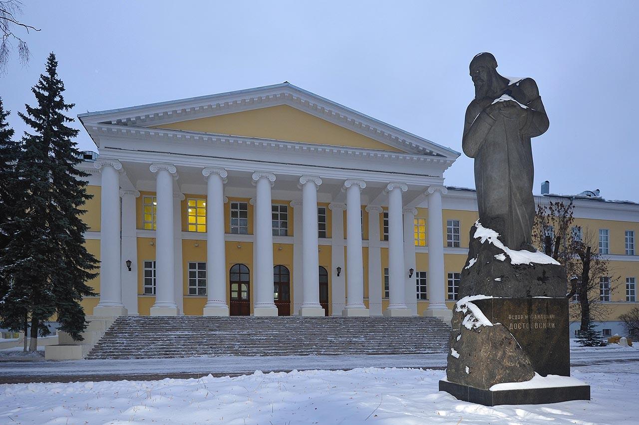 بیمارستان مارینسکی که اکنون تبدیل به موزه داستایفسکی شده است